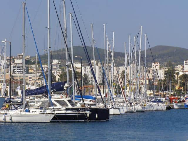 Lavrion port is located in the South East part of Athens, very close to the Athens International Airport and the popular Cyclades islands (14NM from Kea island!).