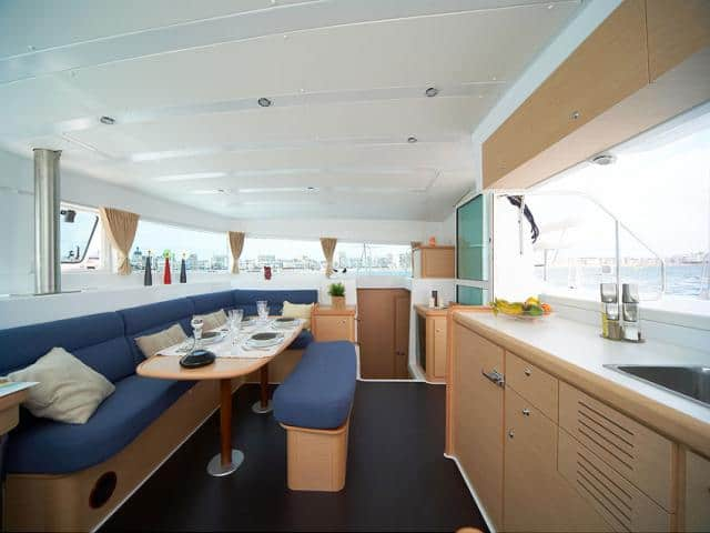 Catamaran Lagoon 420/ Saloon & galley area