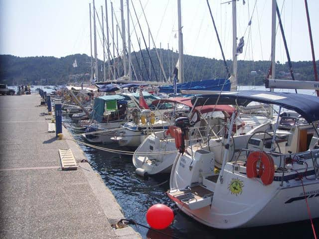 Mooring places in Skiathos marina. Galazio Sailing meeting point, for Skiathos yacht charter base, is directly onto your yacht.