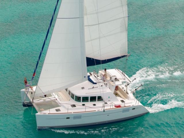 Catamaran Lagoon 440 on route!