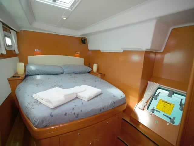 Catamaran Lagoon 440/ cabin area