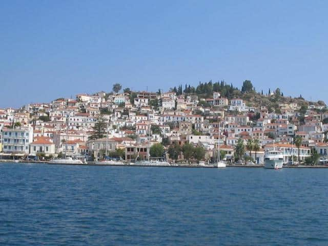 Being near Athens (32NM South of Piraeus port), Poros is always part of a sailing itinerary when yacht holidays start from Athens (Alimos marina).
