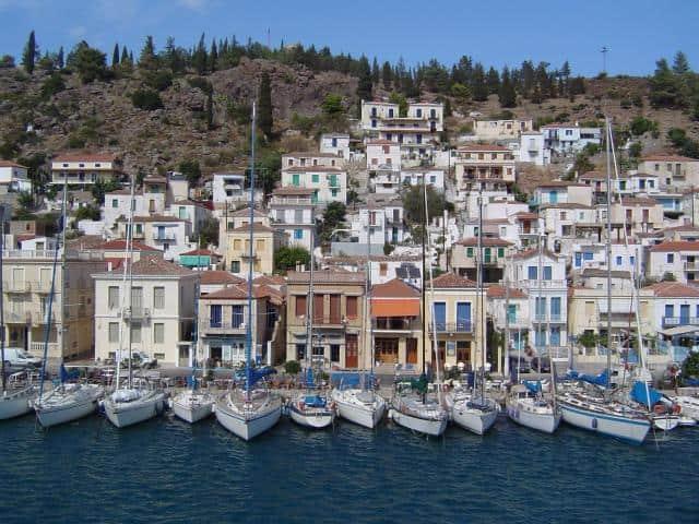 Mooring places in Poros port/ Saronic & Argolic & Peloponnese sailing area in Greece
