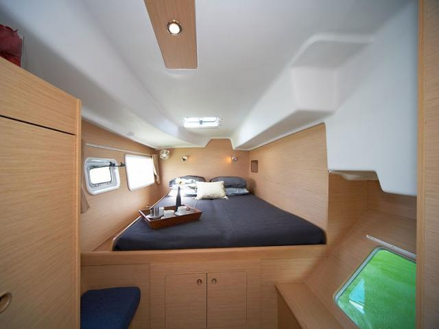Catamaran Lagoon 380/ cabin photo
