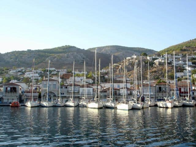 Hydra harbour is very crowded during summer and it is not unusual for yachts to be berthed second and third row from the quay.