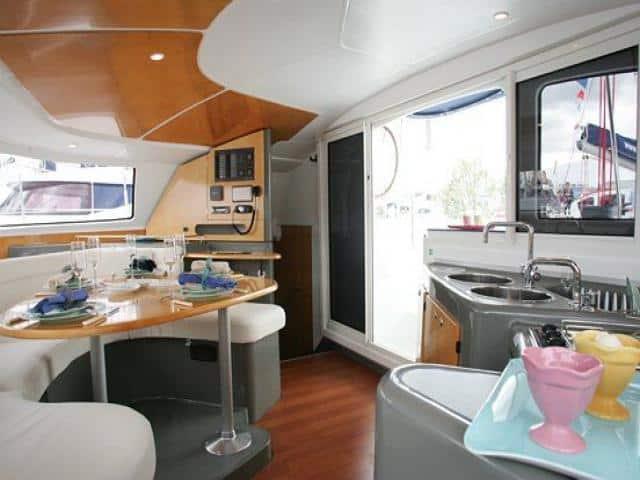 Catamaran Lavezzi 40/ saloon & galley area