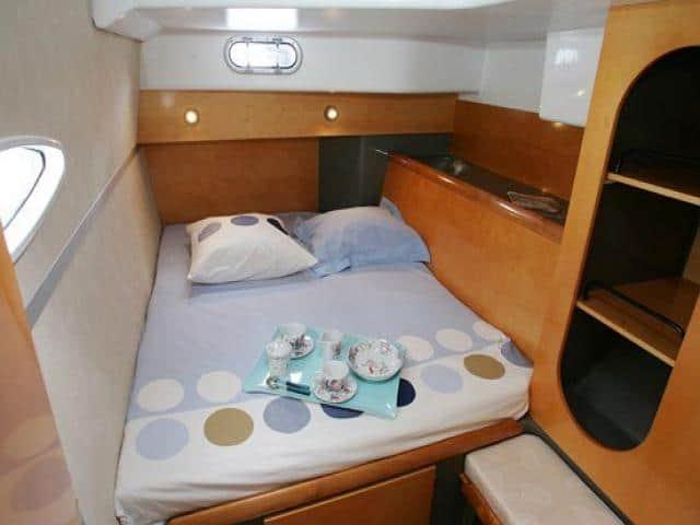 Catamaran Lavezzi 40/ cabin & berth area