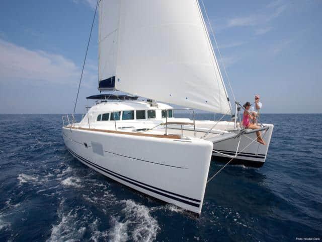 Catamaran Lagoon 410 on route!