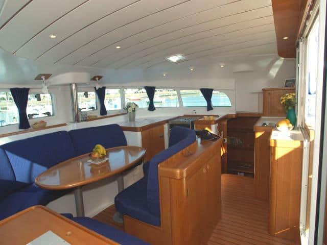 Catamaran Lagoon 410/ saloon area