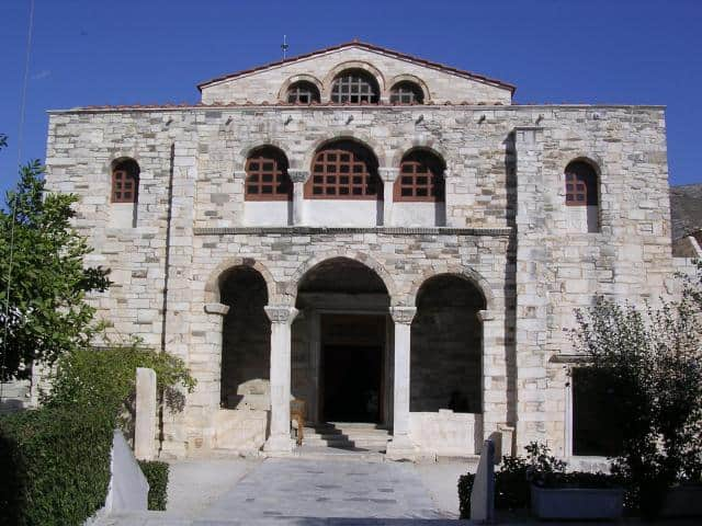 Located North-East of the Paroikia, the holy gem of Paros is the Cathedral of Our Lady Ekatontapyliani (Panagia Ekatontapiliani), one of the most significant early Christian monuments in Greece.