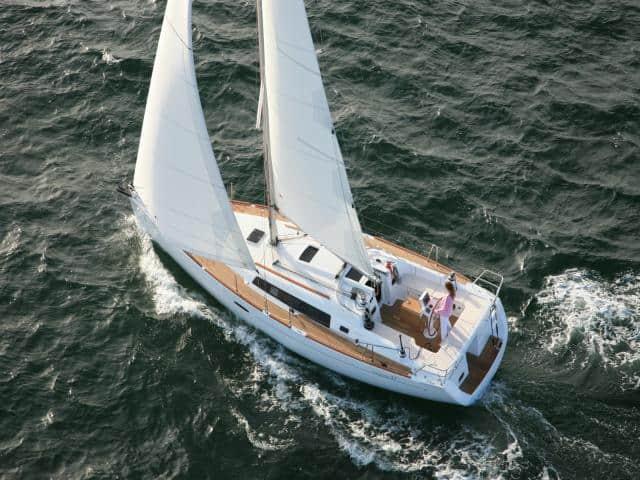 Beneteau Oceanis 37 on sailing!