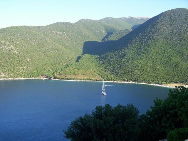 As all the Eptanisa group, Kefalonia island offers a unique green landscape.