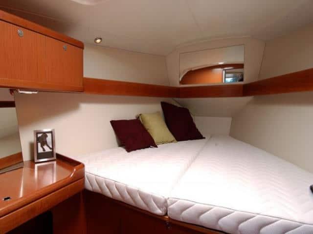 Beneteau Oceanis 37/ cabin area
