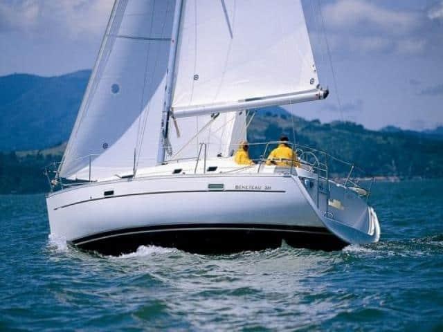 Beneteau Oceanis 331/ On sailing
