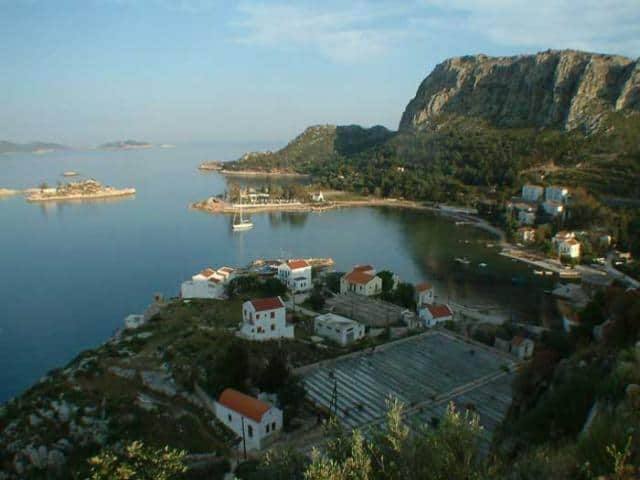 The only places where one can swim in Kastelorizo are in Faros, Plakes and Mandraki. Here, you may view Mandraki in Kastelorizo island.