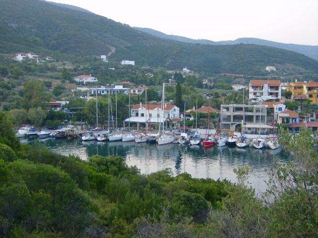 Mooring places in Steni Vala in Alonissos island.