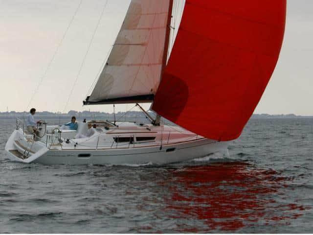 Jeanneau Sun Odyssey 39i on sailing!