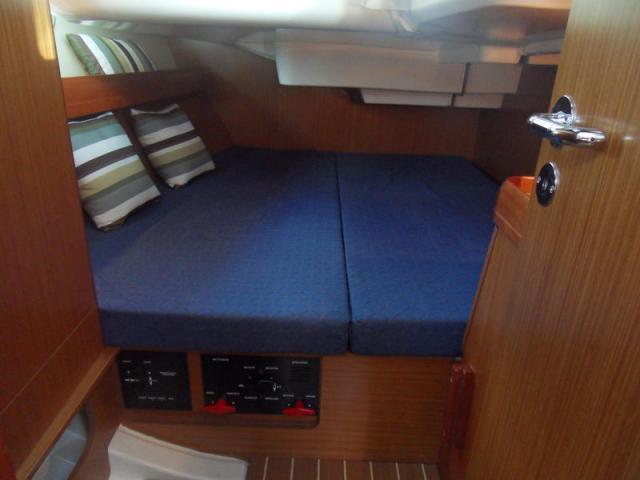 Jeanneau Sun Odyssey 39i/ cabin & berth area
