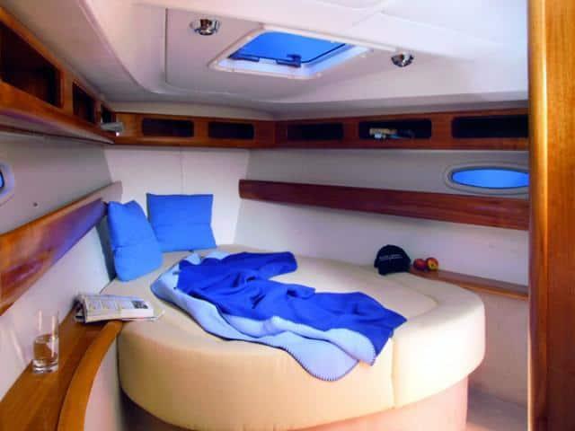Bavaria 42 Cruiser/ cabin area