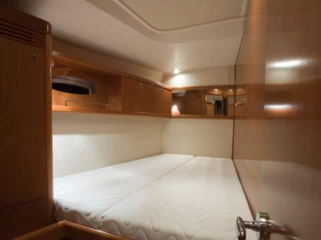 Beneteau Oceanis 54/ Cabin area