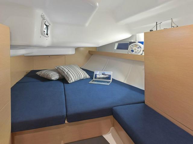 Elan Impression 444i/ cabin area