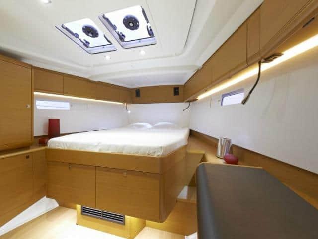 Jeanneau Sun Odyssey 469/ cabin area