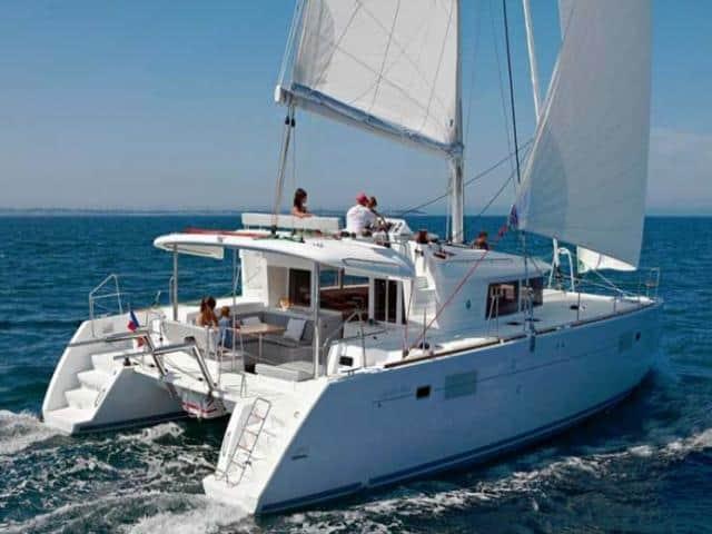 Catamaran Lagoon 450 under sails!