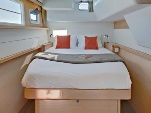 Catamaran Lagoon 450/ cabin area