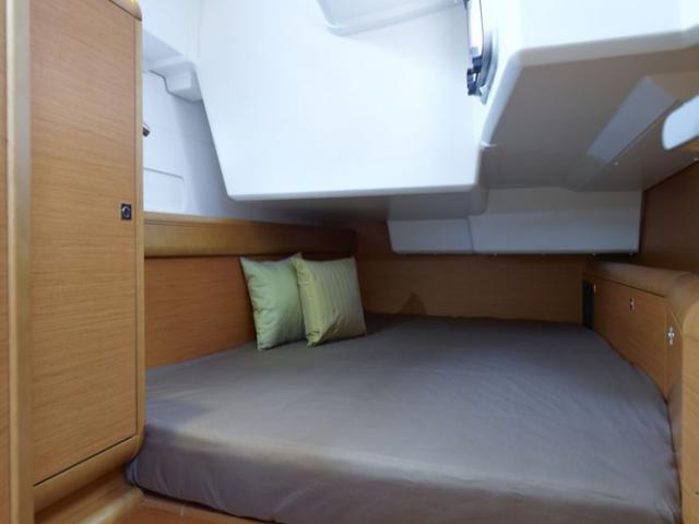Jeanneau Sun Odyssey 519/ cabin area