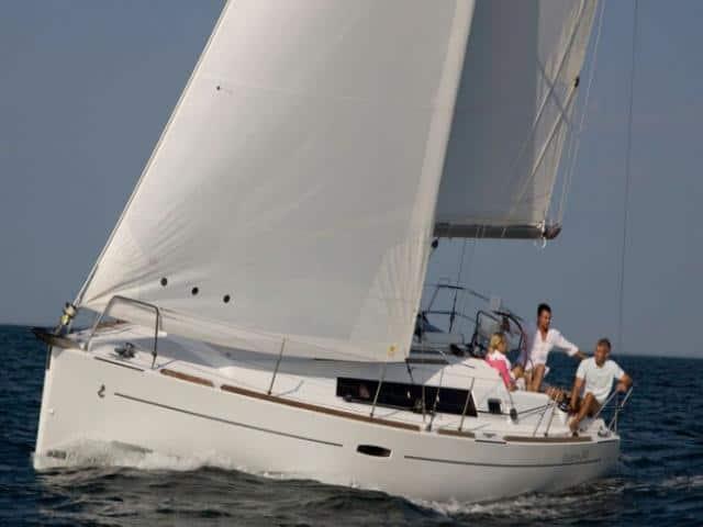 Beneteau Oceanis 34 under sails!