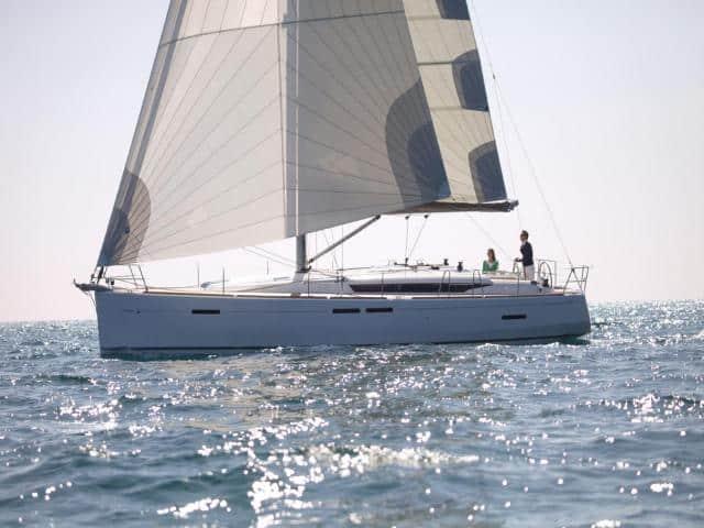 Jeanneau Sun Odyssey 449 under sails!