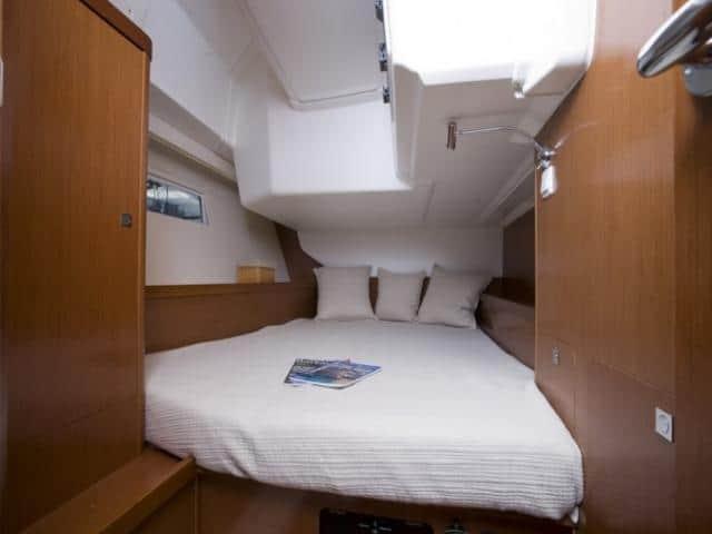 Beneteau Oceanis 45/ cabin area