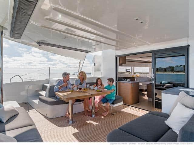 Catamaran Lagoon 50/ Deck side