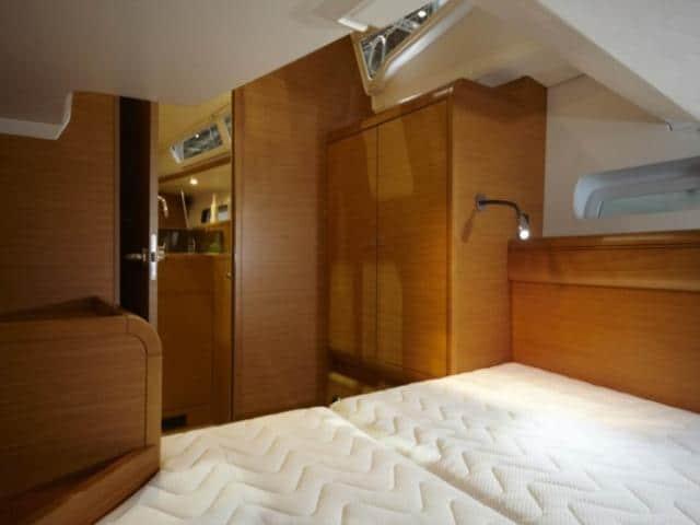 Jeanneau Sun Odyssey 439   cabin area