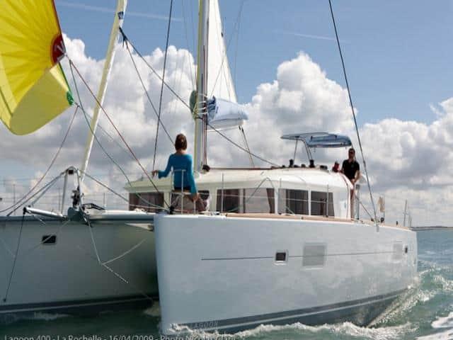Catamaran Lagoon 400 under sails!