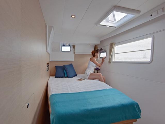 Catamaran Lagoon 400/ Cabin area